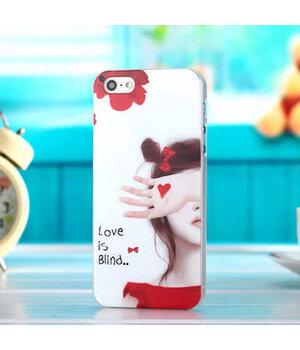 """Чехол """"Love is blind"""" пластиковый для iPhone 4/4S"""